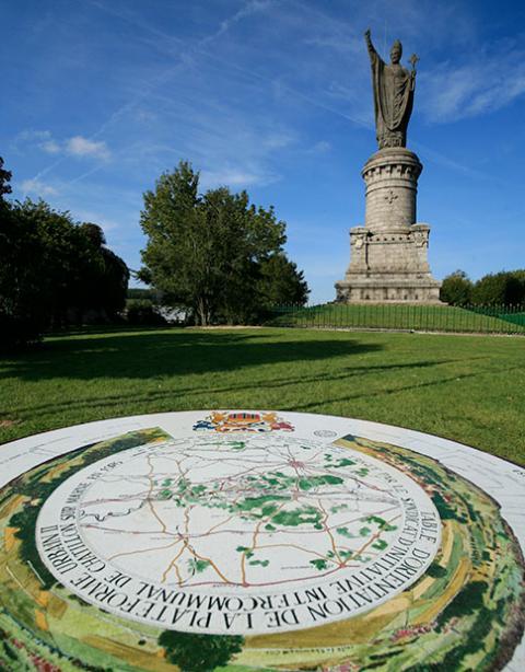 Statue pape urbain II - Châtillon sur Marne
